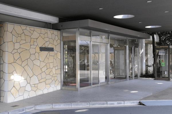三田綱町パークマンションのエントランス