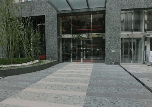 ファーストリアルタワー新宿のエントランス