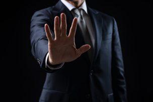 注意を促すビジネスマン