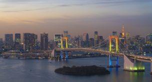 東京風景 夜景 レインボーブリッジ虹色ライトラップ