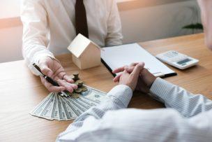 申込金を不動産会社に支払うイメージ