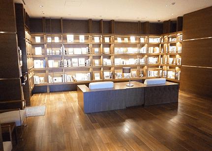 キャピタルゲートプレイスザ・タワーのライブラリーカフェ