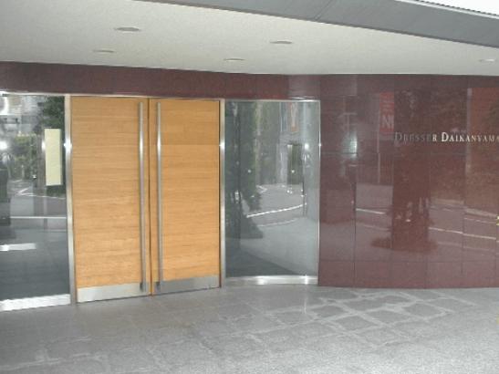ドレッセ目黒インプレスタワーのエントランス