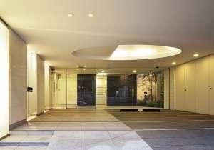 コンフォリア西新宿のエントランス