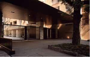 アトラス江戸川アパートメントのエントランス